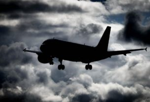 a-texas-woman-died-on-a-plane-of-covid-19-in-july