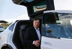 tesla-blows-away-estimates-as-deliveries-ramp-up,-targeting-500k-by-year's-end-amid-coronavirus