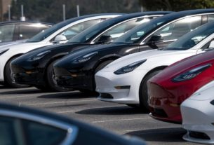 tesla-posts-record-profit-and-says-it-will-sell-half-a-million-cars-this-year