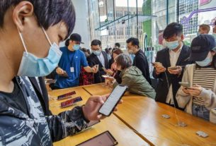 few-lines-but-plenty-of-excitement-as-the-iphone-12-arrives-in-china