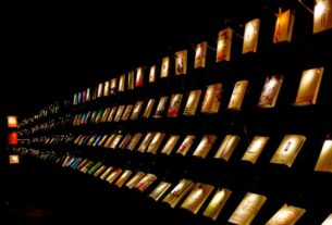 at-this-bookstore-in-taiwan,-visitors-shop-in-the-dark