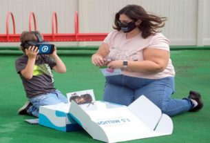cancer-survivor,-5,-gets-virtual-headset-to-meet-dolphins