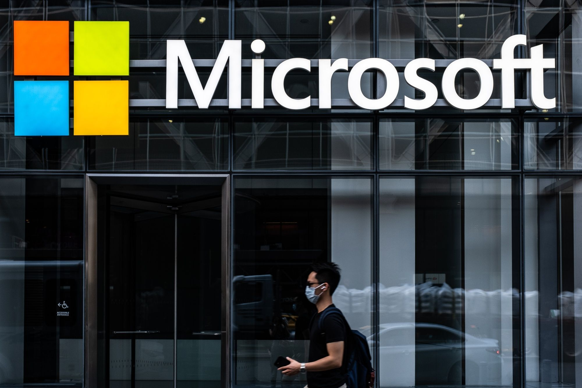 microsoft's-sales-top-estimates-on-booming-cloud-demand