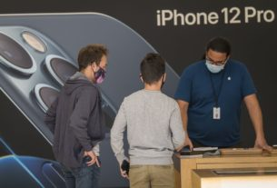 apple-tumbles-after-iphone-sales-miss,-china-drops-29%