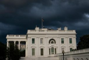 federal-authorities-expected-to-erect-'non-scalable'-fence-around-white-house