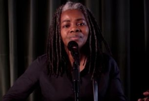 tracy-chapman-makes-rare-tv-appearance-to-urge-voting