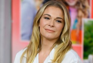 leann-rimes'-nude-photos-reveal-ongoing-battle-with-psoriasis