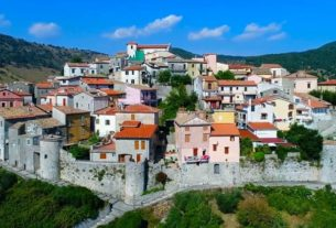 this-italian-town-was-famous-for-its-old-folks.-and-then-they-vanished