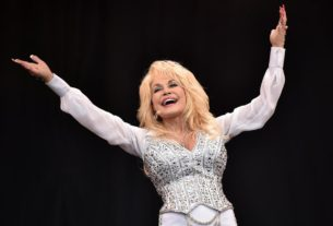 dolly-parton-doesn't-have-'time-to-be-old'