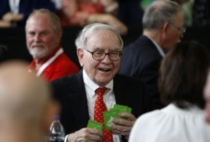 warren-buffett's-berkshire-loads-up-on-pfizer,-other-pharma-stocks-in-q3;-exits-costco