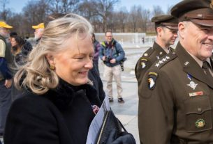 hollyanne-milley,-wife-of-top-us-general,-saves-vet's-life-who-collapsed-during-veterans-day-ceremony
