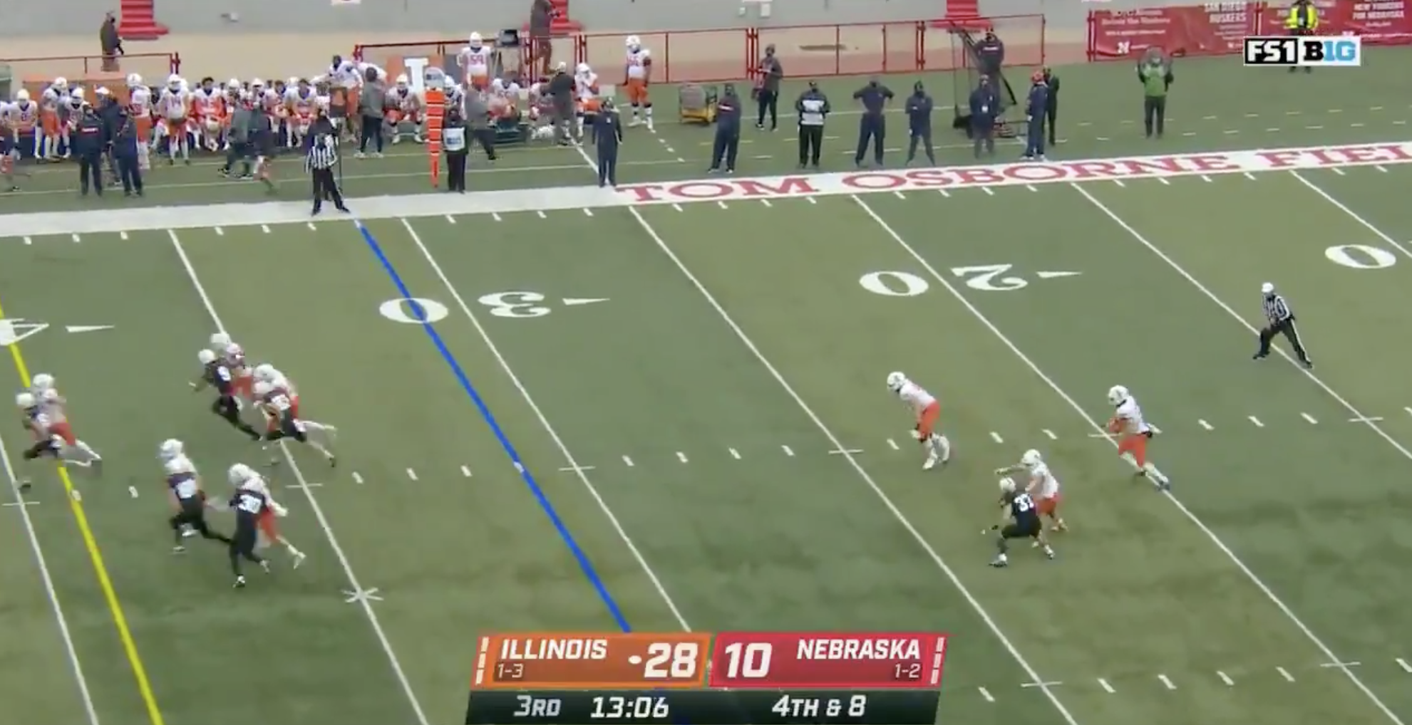 illinois-pulls-off-the-most-awkwardly-hilarious-fake-punt-of-the-season