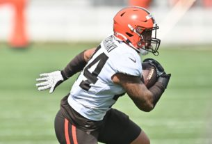 watch:-browns'-sione-takitaki-with-50-yard-pick-6-of-carson-wentz
