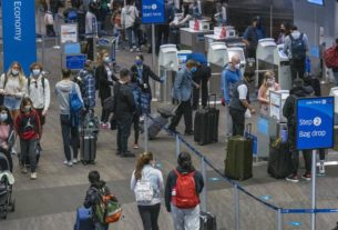 us-air-travel-sets-a-pandemic-era-record-despite-calls-to-stay-home-for-thanksgiving