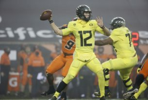 oregon-ducks-fall-12-spots-in-latest-ap-poll-after-loss-to-oregon-state