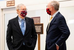 mcconnell-chokes-up-in-emotional-tribute-to-retiring-tennessee-senator