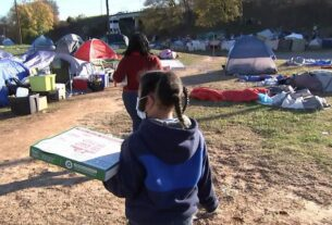 boy-spends-birthday-handing-out-pizza-to-people-living-in-'tent-city'