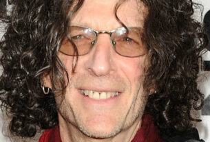 howard-stern-signs-new-5-year-deal-with-siriusxm