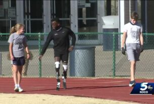 paralympian-tries-out-new-prosthesis
