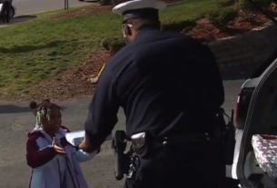 police-hand-out-presents-to-dozens-of-local-kids