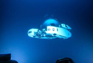 'salon-under-the-sea'-submarine-dives-to-1,000-meters