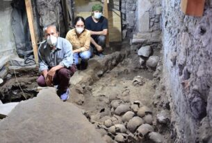 archaeologists-reveal-new-section-of-aztec-skull-tower