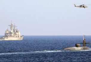 us-navy-sails-nuclear-submarine-through-strait-of-hormuz