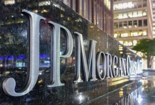 is-the-biggest-bank-stock-by-market-cap-a-buy-after-$30-billion-repurchase?-jpm-stock-jumps