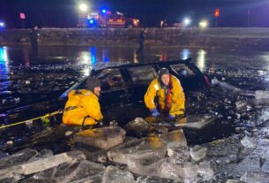 driver-rescued-from-submerged-car