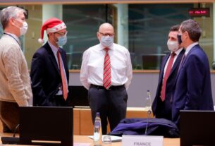 eu-ambassadors-gather-to-review-brexit-trade-deal-on-christmas-day