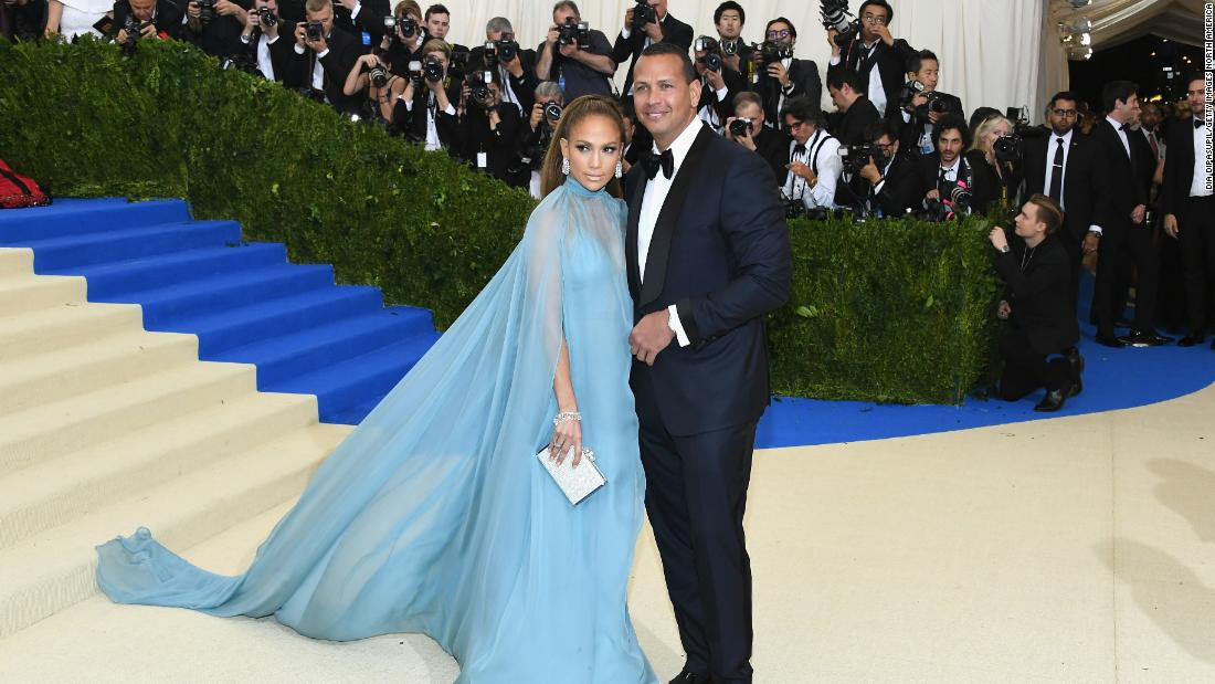 jennifer-lopez-may-adopt-goldie-hawn-and-kurt-russell's-approach-to-togetherness
