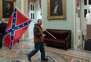 the-fbi-wants-your-help-in-id'ing-the-man-carrying-a-confederate-flag-inside-the-us-capitol