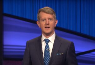 ken-jennings-hosts-'jeopardy!'-and-honors-'the-great-alex-trebek'