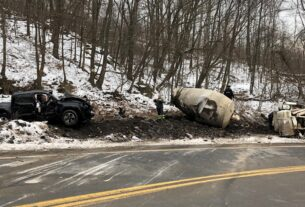 pickup-truck-and-cement-truck-collide