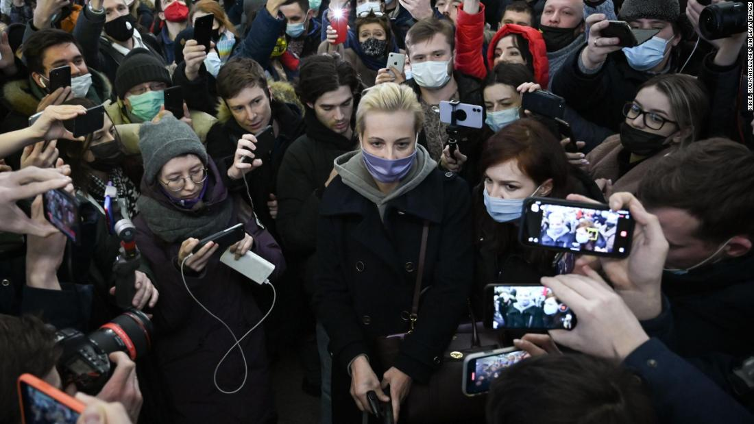 yulia-navalnaya's-husband-was-poisoned-and-detained.-now-she-is-piling-pressure-on-putin
