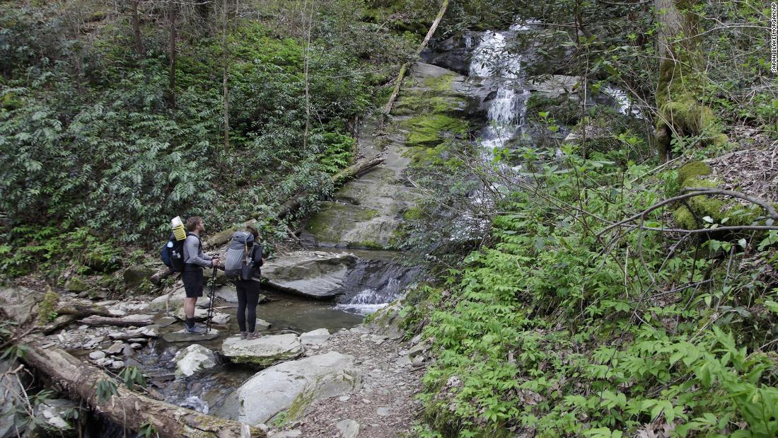 appalachian-trail-conservancy-recommends-that-hikers-delay-long-expeditions-to-2022-due-to-covid-19