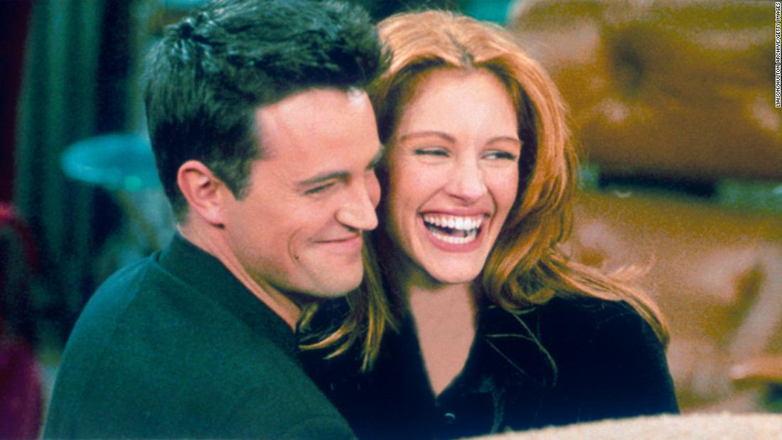 julia-roberts-tested-matthew-perry-before-agreeing-to-appear-on-'friends'