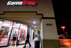 robinhood-to-ease-trading-restrictions.-gamestop-stock-soars-100%