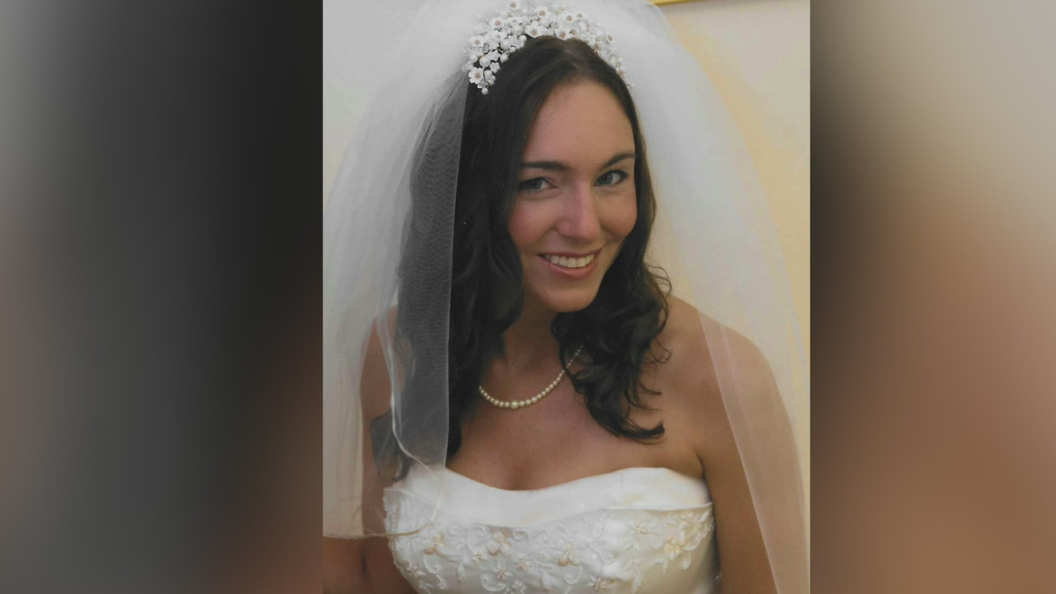 wedding-dress-mix-up-discovered-14-years-later