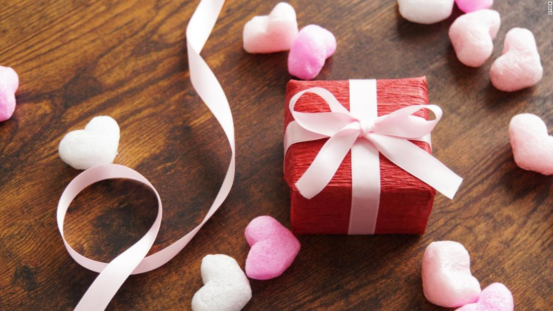 valentine's-day-gifts-under-$50-that-show-your-love