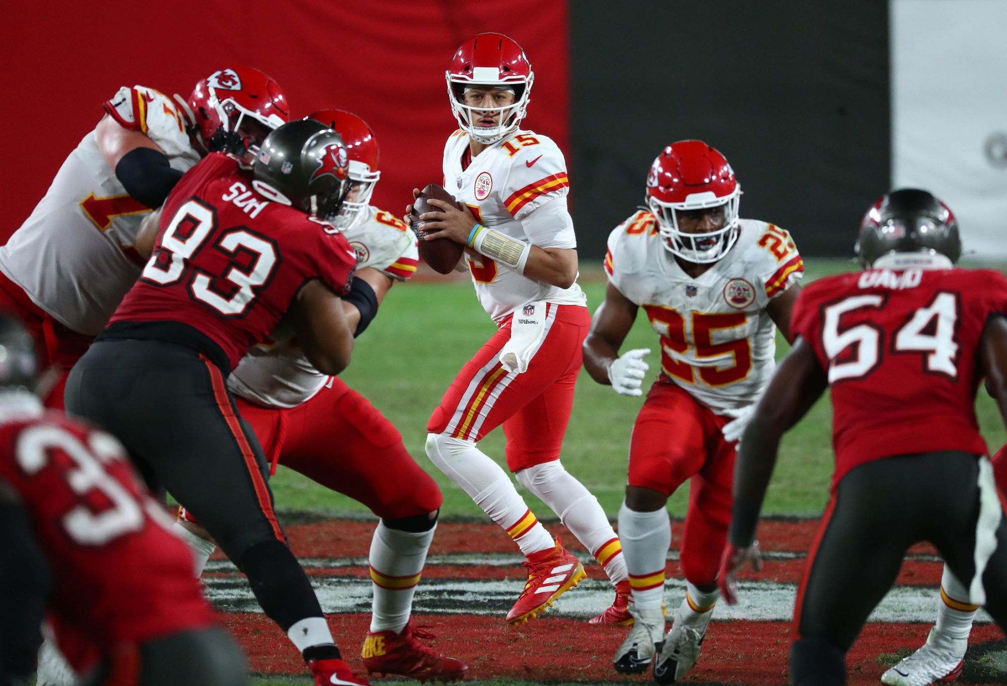 how-do-chiefs-plan-to-help-the-offensive-line-vs.-buccaneers-defensive-front?