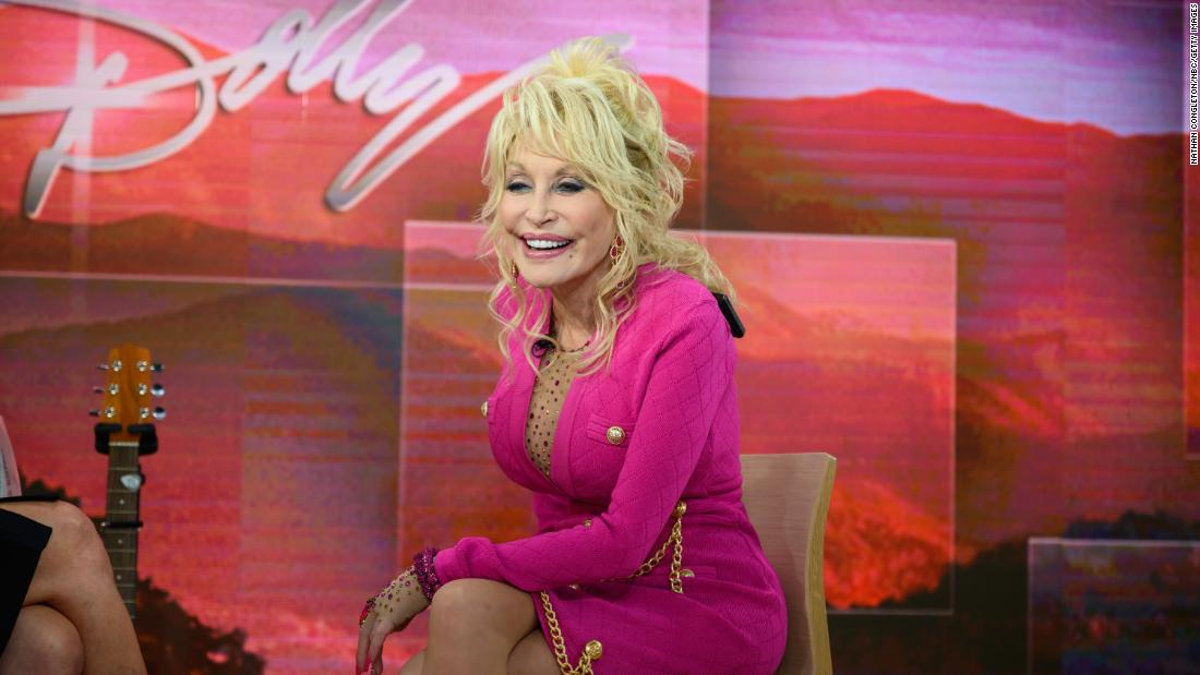 dolly-parton-hasn't-gotten-the-coronavirus-vaccine-yet,-even-though-she-donated-$1-million-for-it
