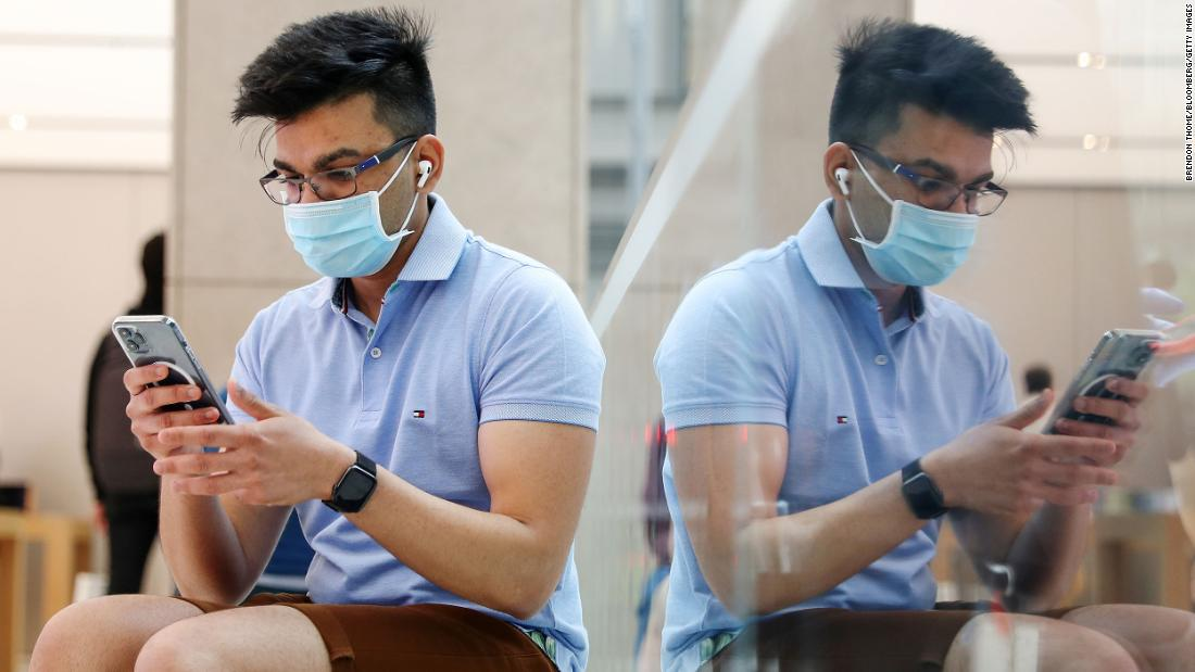 apple-tests-new-way-to-unlock-an-iphone-without-removing-a-face-mask