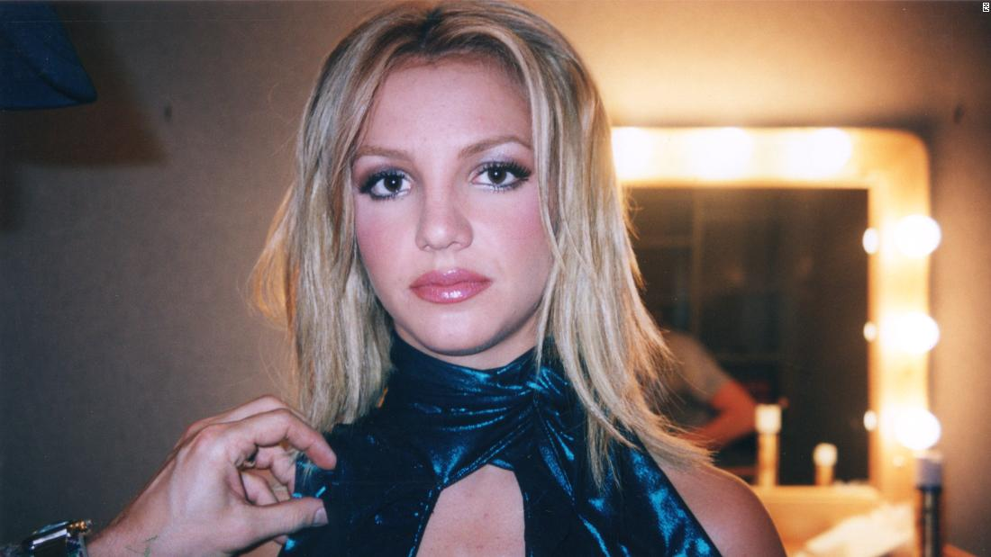 'framing-britney-spears'-is-as-much-about-the-singer's-fans-as-her-legal-woes