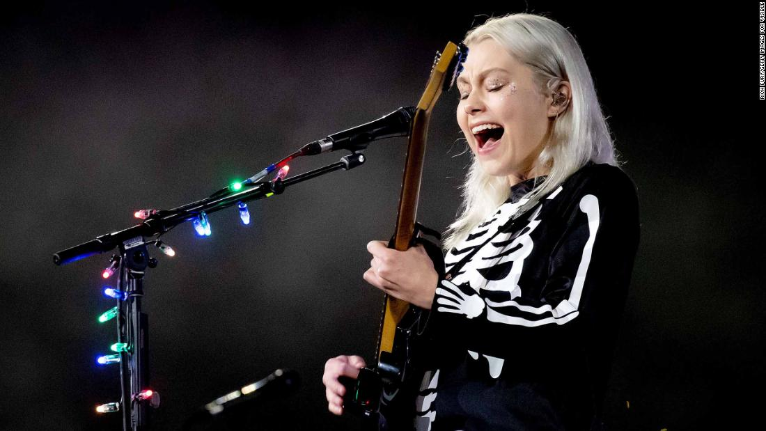 phoebe-bridgers-wants-you-to-know-women-can-smash-guitars-too