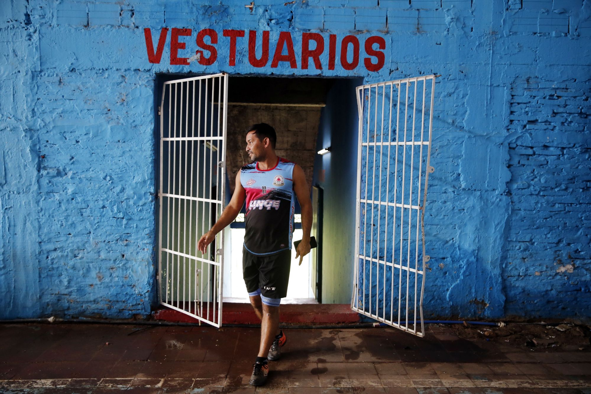 paraguay's-2nd-division-soccer-players-improvise-to-survive