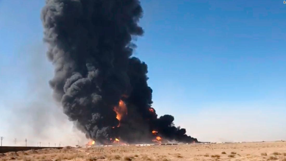 500-vehicles-in-flames-after-fuel-tanker-explodes-on-afghanistan-iran-border