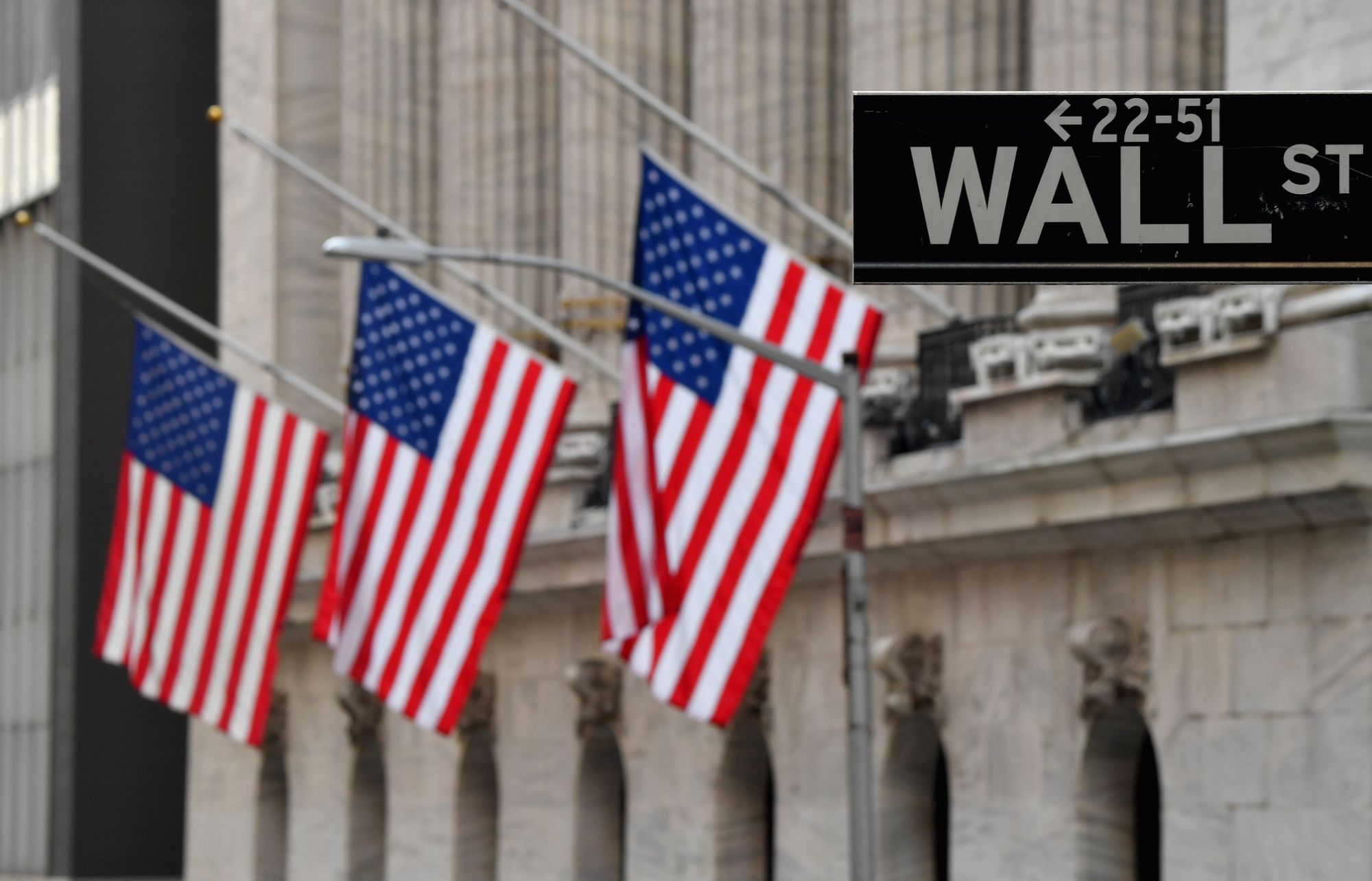 stock-market-news-live-updates:-stocks-fall-even-after-retail-sales-surge-past-expectations