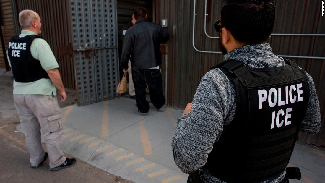 ice-plans-to-release-migrant-families-in-detention,-officials-say