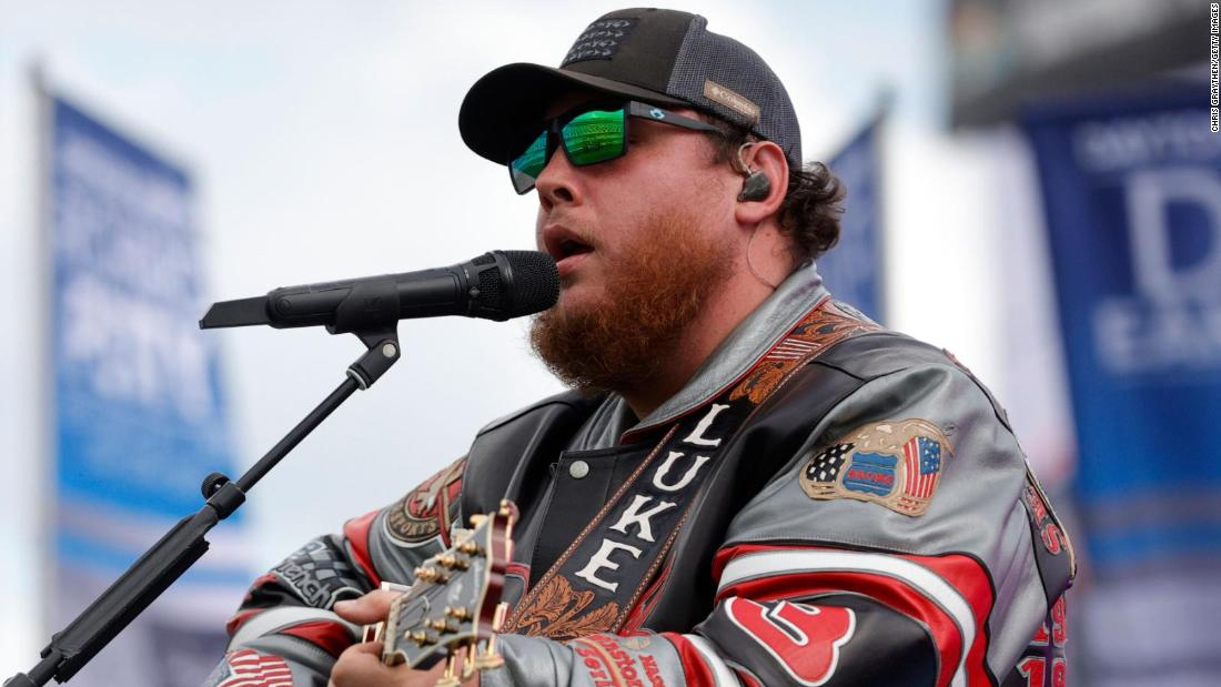 luke-combs-apologizes-for-past-use-of-the-confederate-flag